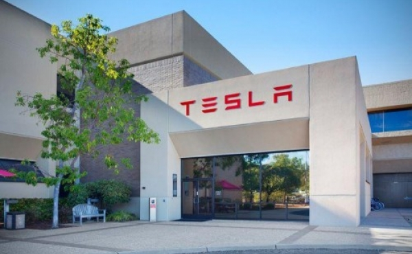 თვითმავალი ავტობუსები  Tesla-სგან