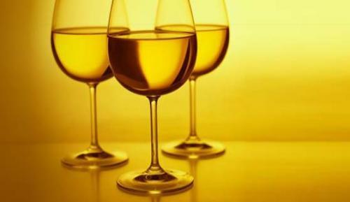 თეთრი ღვინო კბილის ემალს აზიანებს