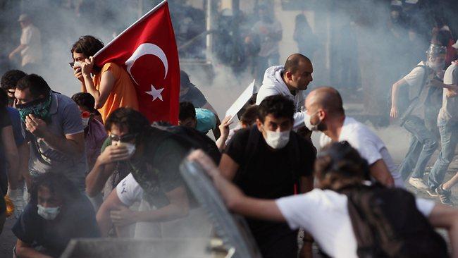 თურქეთში პრეზიდენტის გადადგომას ითხოვენ