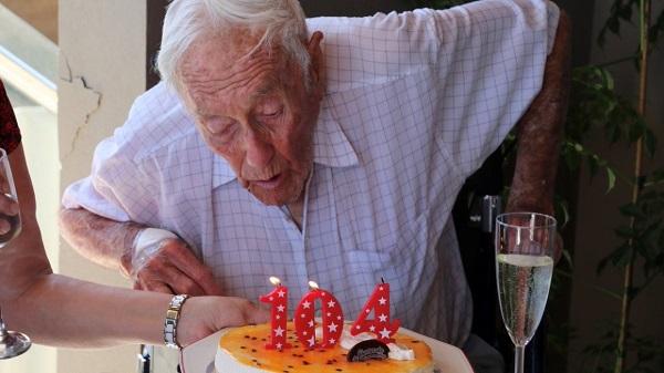 ავსტრალიელი მეცნიერი 104 წლის ასაკში ევთანაზიის დახმარებით გარდაიცვალა