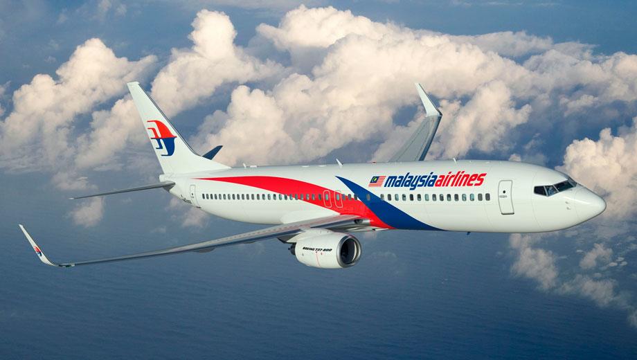 Malaysia Airlines-ის მგზავრი, რომელიც ფრენისას კარის გაღებას ცდილობდა, სასამართლომ დააჯარიმა