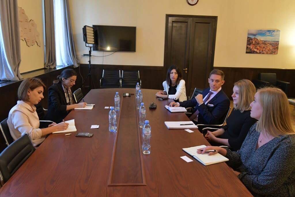 თამარ ჩუგოშვილი IRI-ს ხელმძღვანელს და ქალთა დემოკრატიის ქსელის დირექტორს შეხვდა