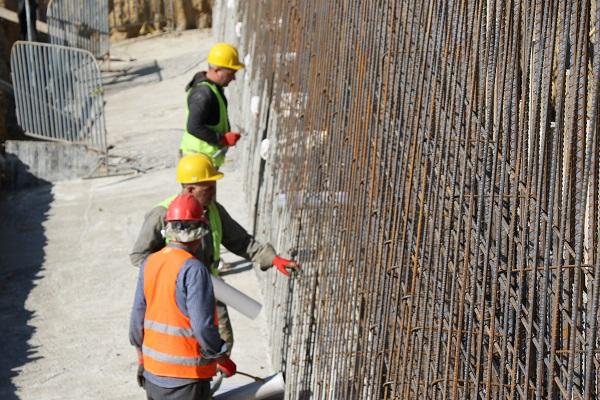 გლდანის რაიონში სამ მისამართზე გრუნტის დამჭერი კედლები ეწყობა