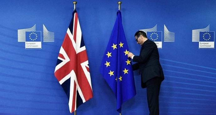 ბრიტანეთის მთავრობის კაბინეტის წევრები თანამდებობებს ტოვებენ