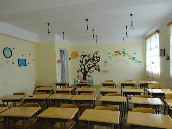 სკოლებში სადეზინფექციო სამუშაოები მიმდინარეობს