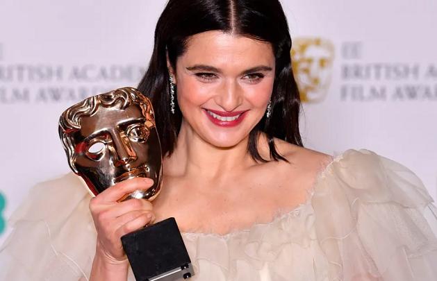 მსახიობები BAFTA 2019-ის წითელ ხალიჩაზე | ფოტო