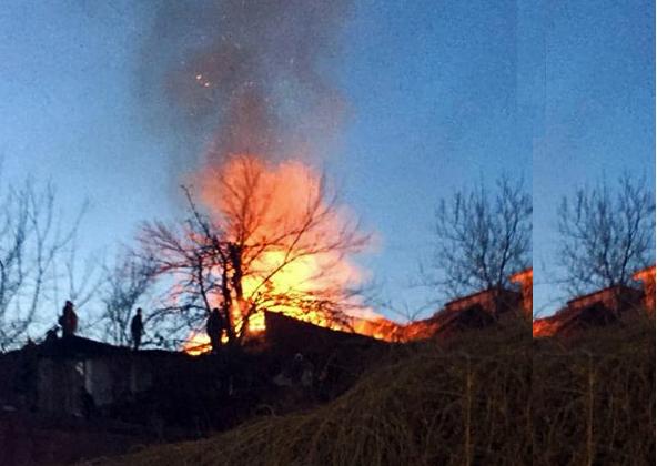 თბილისში, სიმონ ჩიქოვანის ქუჩაზე, კერძო საცხოვრებელი სახლის სახურავს ცეცხლი გაუჩნდა