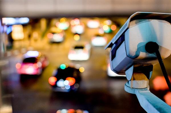 """თბილისში კიდევ 16 """"ჭკვიანი"""" ვიდეოკამერა დაემატა, რომელიც სექციებს შორის ავტომობილის სიჩქარეს აკონტროლებს"""