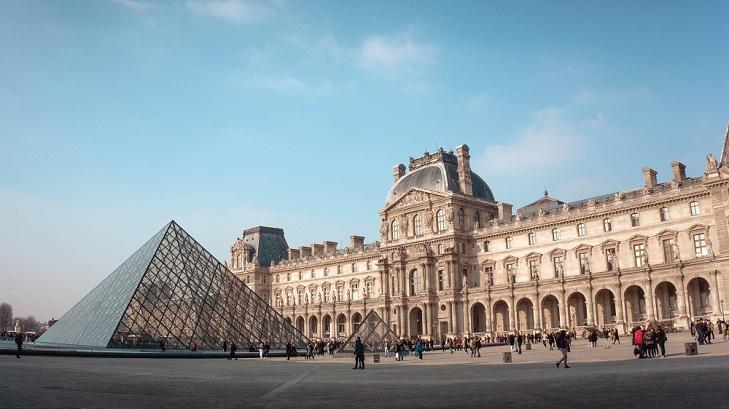 ლუვრის პირამიდა 30-წლიან ისტორიას იზეიმებს