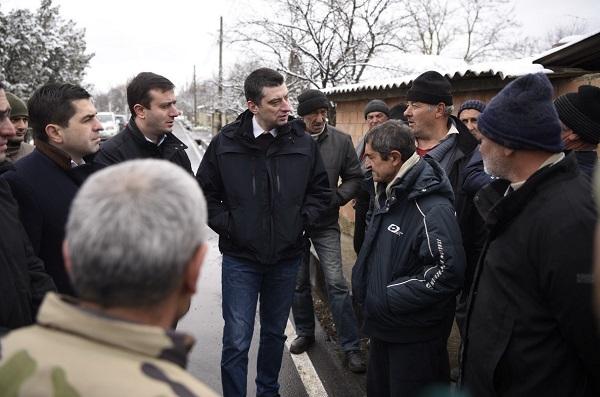 შს მინისტრი შიდა ქართლის რეგიონში გამყოფი ხაზის მიმდებარე სოფლებში ადგილობრივ მოსახლეობას და თანამშრომლებს შეხვდა