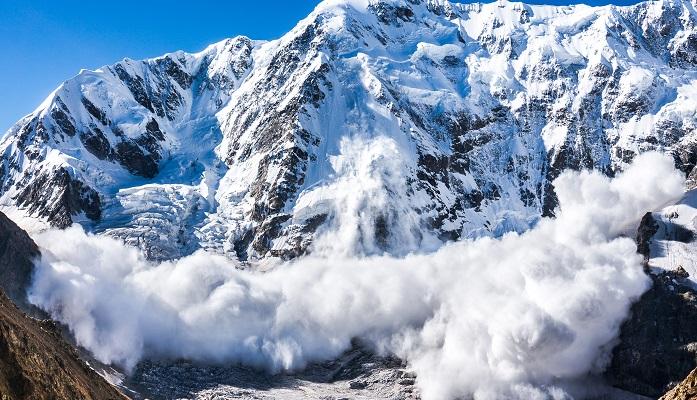 კანადაში სამი მთამსვლელი ზვავს ემსხვერპლა