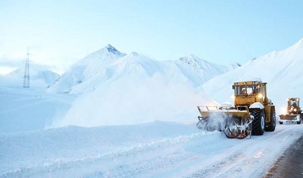 გუდაურში თოვლში ჩარჩენილი ავტობუსის 20 მგზავრი დახმარებას ითხოვს