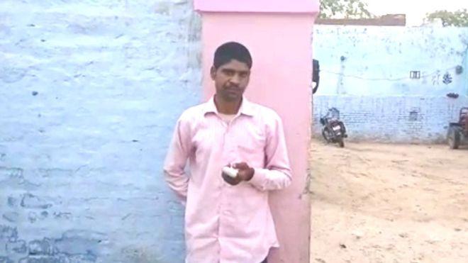 ინდოეთის არჩევნებში, შეცდომით, სხვა პარტიის შემოხაზვის გამო, კაცმა თითი მოიჭრა