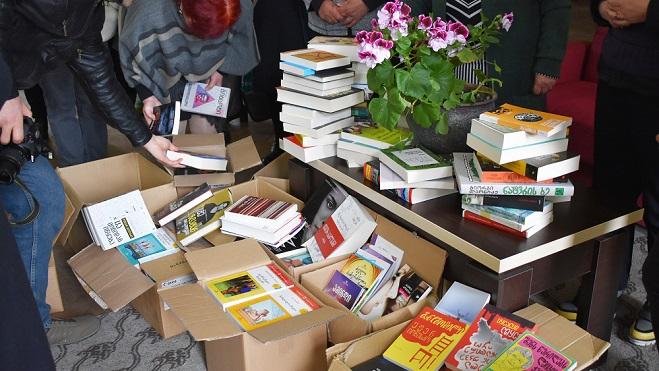 თბილისის მულტიფუნქციური ბიბლიოთეკების გაერთიანებამ ვეჯინის ბიბლიოთეკას წიგნები აჩუქა