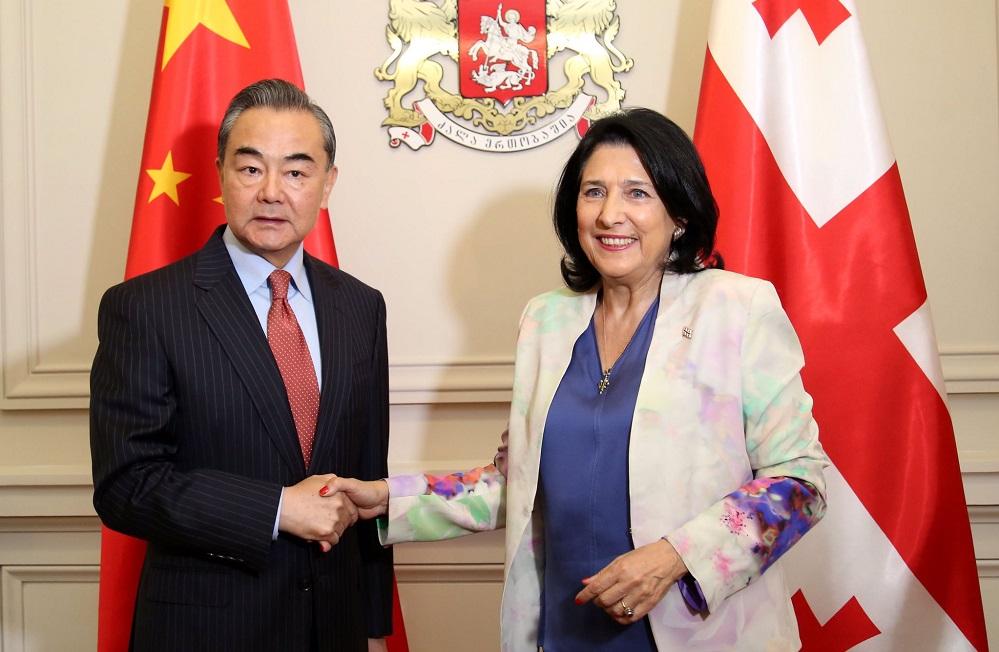 სალომე ზურაბიშვილი ჩინეთის საგარეო საქმეთა მინისტრს მასპინძლობს