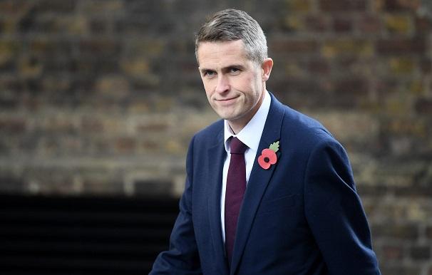 ბრიტანეთის თავდაცვის მინისტრი თანამდებობიდან გაათავისუფლეს
