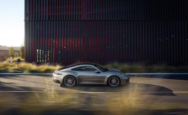 ახალი Porsche 911 -  უფრო ძლიერი, უფრო სწრაფი და ციფრული!