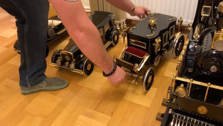 ძველი საკერავი მანქანებით შექმნილი მინიატურული ავტომობილები | ვიდეო
