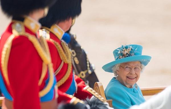 ბრიტანეთში დედოფლის დაბადების დღეს აღნიშნავენ | ფოტო