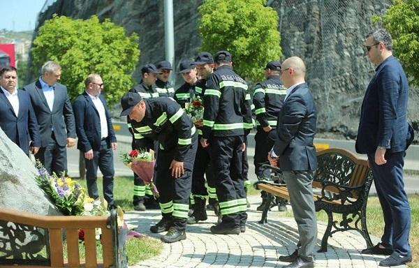 მეხანძრე-მაშველები13 ივნისს გარდაცვლილთა მემორიალთან მივიდნენ და დაღუპულთა ხსოვნას პატივი მიაგეს