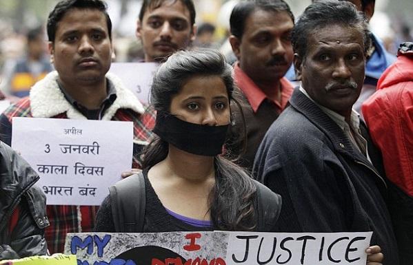 ინდოეთში, 2 წლის გოგონას მამის ვალების გამო თვალები დათხარეს და მოკლეს