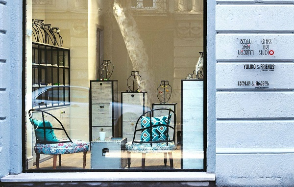Yuliko&Friends - თბილისში მურანის შუშისგან შექმნილი სამკაულების მაღაზია გაიხსნა