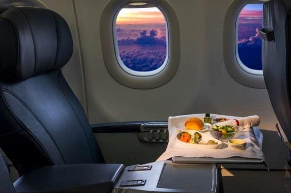 მგზავრს თვითმფრინავის ბორტზე 16 თვის წინ დამზადებული საკვები შესთავაზეს