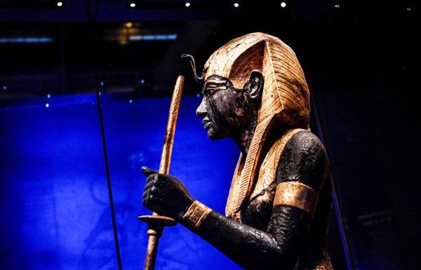 ეგვიპტე ბრიტანეთს მოუწოდებს, არ გაყიდოს ტუტანჰამონის სკულპტურა