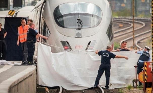 გერმანიაში მამაკაცმა 8 წლის ბავშვს ხელი ჰკრა და ჩქაროსნული მატარებლის რელსებზე გადააგდო