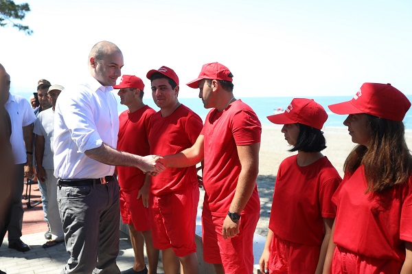 პრემიერ-მინისტრმა ქობულეთის ახლად აღდგენილი სანაპირო ზოლი დაათვალიერა