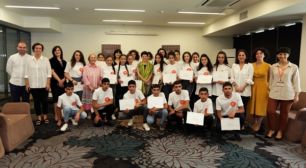 ქართული ენის კურსები კუმურდოსა და ფოკის ახალგაზრდებისათვის − თეა წულუკიანმა პროექტის მონაწილეებს სერტიფიკატები გადასცა