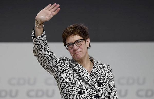 გერმანიის თავდაცვის მინისტრი ანეგრეტ კრამპ-კარენბაუერი იქნება