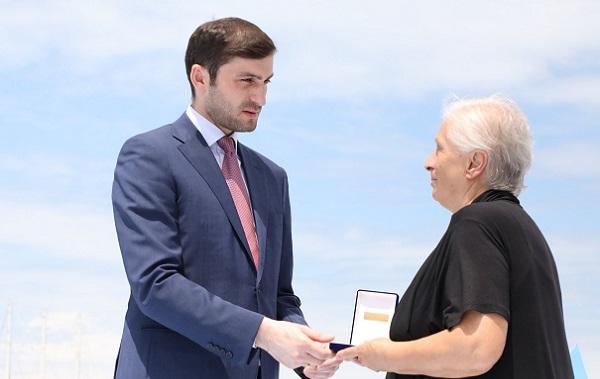 თორნიკე რიჟვაძემ ღვაწლმოსილ მეზღვაურებს აჭარის მთავრობის ჯილდო გადასცა