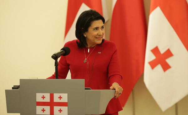 """საქართველოში სიტყვის თავისუფლებას არაფერი არ ემუქრება - სალომე ზურაბიშვილი """"რუსთავი 2""""-ის საქმეზე"""