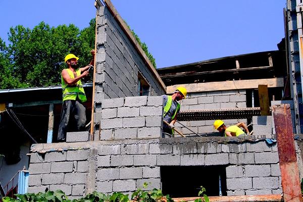 თოიძის N30-ში ავარიული სახლის კაპიტალური გამაგრების სამუშაოები მიმდინარეობს