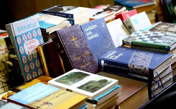 N6 პენიტენციური დაწესებულების ბიბლიოთეკას წიგნები გადაეცა