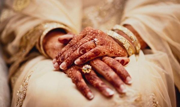 ბანგლადეშელ ქალებს ქორწინების მოწმობაში
