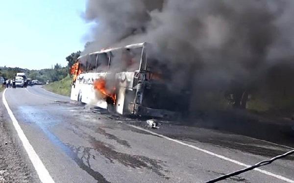 თურქეთში ავტობუსში გაჩენილ ხანძარს 5 ადამიანის, მათ შორის 1 ბავშვის სიცოცხლე ემსხვერპლა | ვიდეო