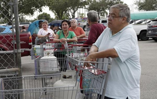 ფლორიდის მოსახლეობა მძლავრი ქარიშხლის დასახვედრად ემზადება