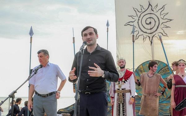 თორნიკე რიჟვაძემ სარფში შეკრებილებს კოლხობის დღესასწაული მიულოცა