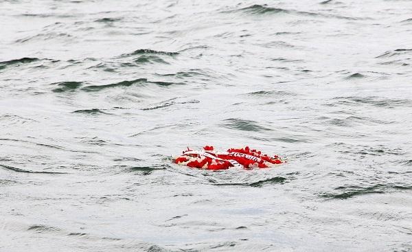 სასაზღვრო პოლიციის სანაპირო დაცვის თანამშრომლებმა აგვისტოს ომში დაღუპული გმირების პატივის მისაგებად შავ ზღვაში გვირგვინი ჩაუშვეს