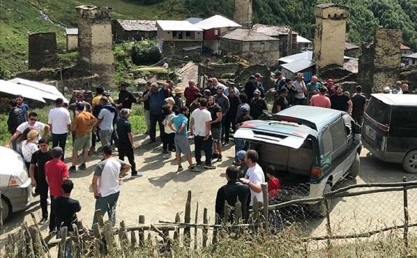 სვანეთში 12 სოფლის მცხოვრებლებმა მესტია-უშგულის გზა გადაკეტეს