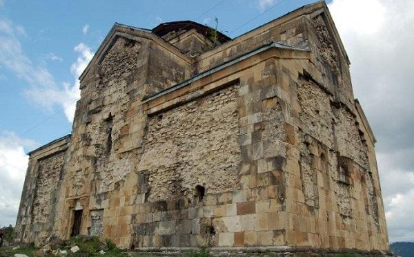 ბედიის მონასტერში X საუკუნის ფრესკები განადგურებულია. მღვდელმსახურება რუსულ ენაზე მიმდინარეობს