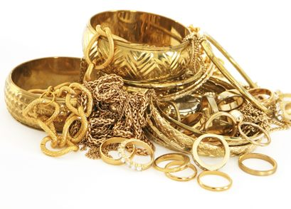 შემოსავლების სამსახურის მებაჟე ოფიცრებმა 153 916 ლარის ღირებულების არადეკლარირებული ოქროსა და ვერცხლის ნაკეთობები გამოავლინეს