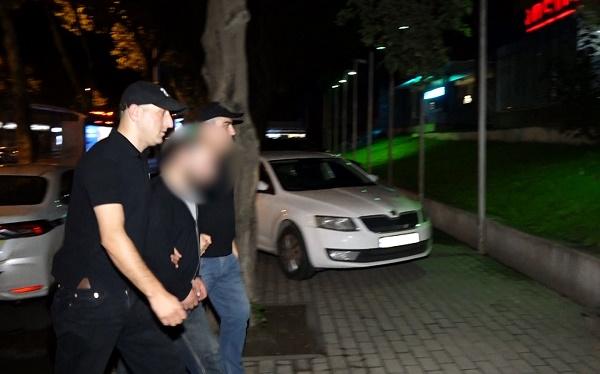 პოლიციამ თაღლითობის ბრალდებით თბილისში 1 პირი დააკავა