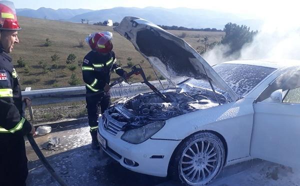 ავტობანზე ავტომანქანას ცეცხლი გაუჩნდა -  ხანძარი ლიკვიდირებულია
