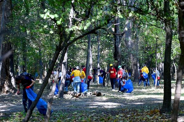 მაია ბითაძე კრწანისის ტყე-პარკის დასუფთავების  ღონისძიებაში მონაწილეობდა