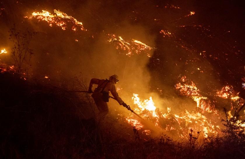 კალიფორნიაში ექსტრემალური წითელი დროშის გაფრთხილება გამოჩნდა რაც ამ კატეგორიაში ყველაზე დიდი საფრთხის მანიშნებელია