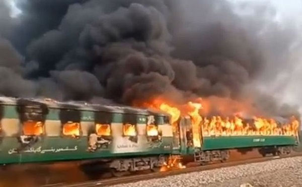 პაკისტანში, მატარებელში გაჩენილ ხანძარს 62 ადამიანი ემსხვერპლა