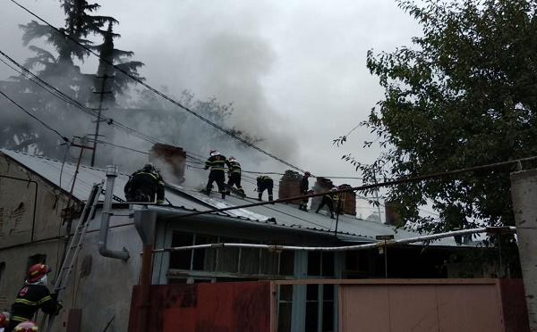 თბილისში საცხოვრებელი სახლის სახურავზე ხანძარი ლიკვიდირებულია